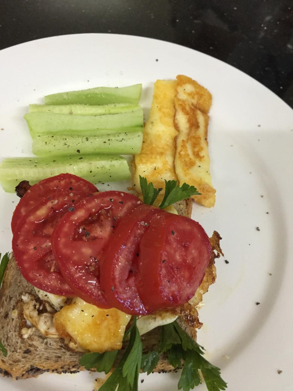 Tomato side up toast